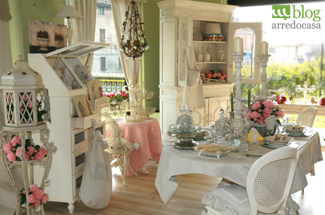 arredamento shabby chic un ristorante id es de design d. Black Bedroom Furniture Sets. Home Design Ideas