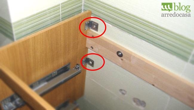 Come montare i mobili bagno sospesi m blog - Fissaggio mobili a parete ...