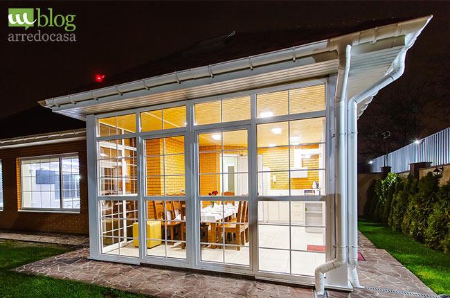Consigli utili per arredare una veranda aperta o chiusa for Arredare veranda chiusa
