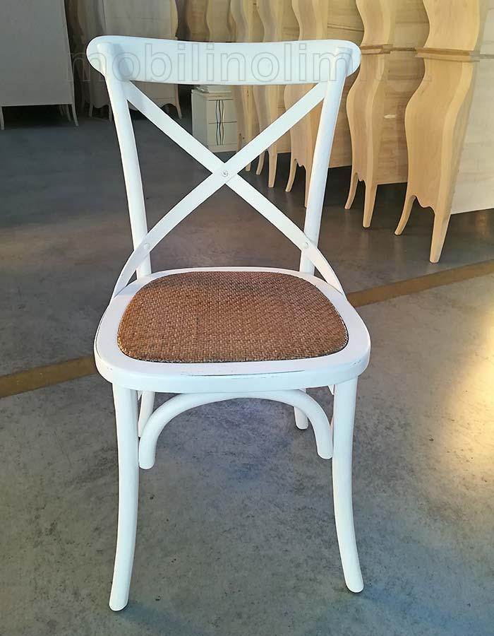 sedia bianca con seduta in rattan