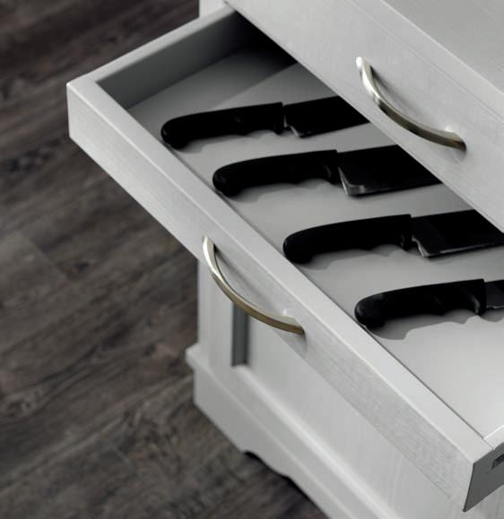 particolare del cassetto sopra le ante