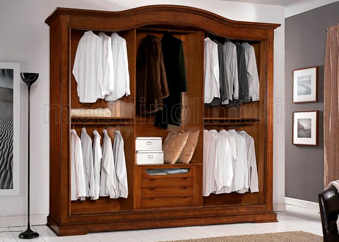 disposizione interna dell'armadio classico