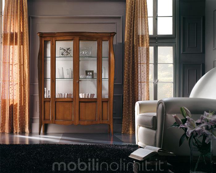 Un ambiente in stile classico contemporaneo con la vetrina noce fumè
