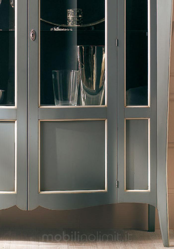 dettaglio della vetrina bicolore anticata