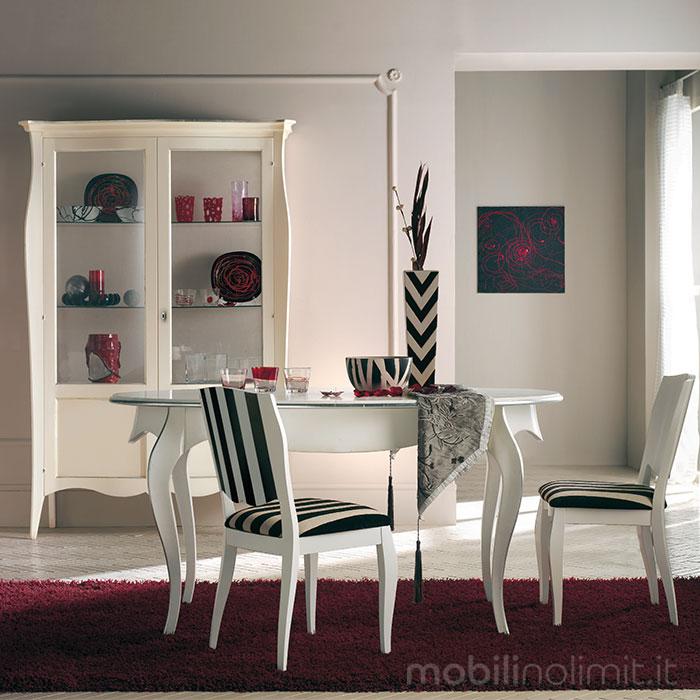 Tavolo Ovale Allungabile con Vetrina e Sedie