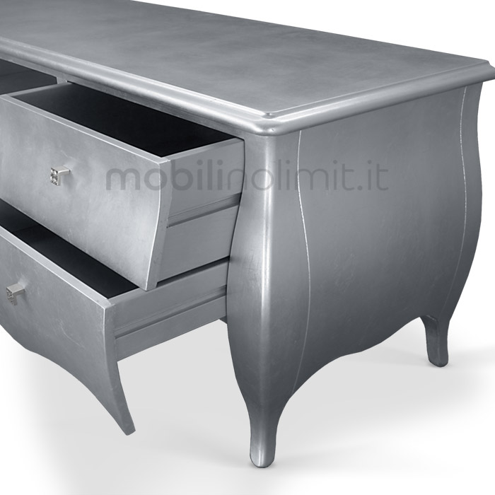 dettaglio decorazione foglia argento dei cassetti e fianchi